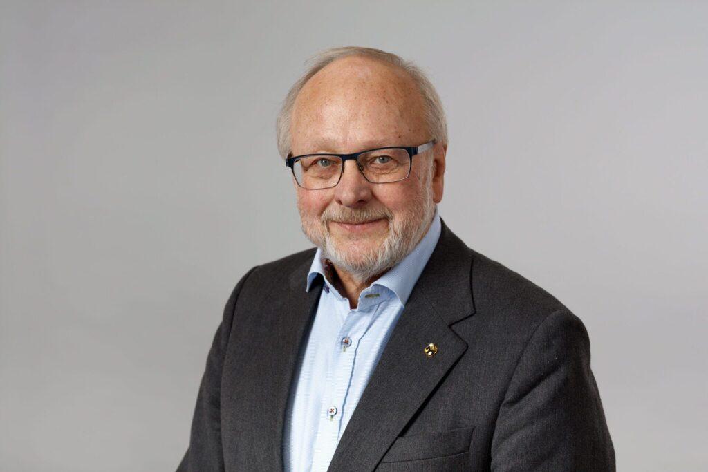 Lars V Andersson